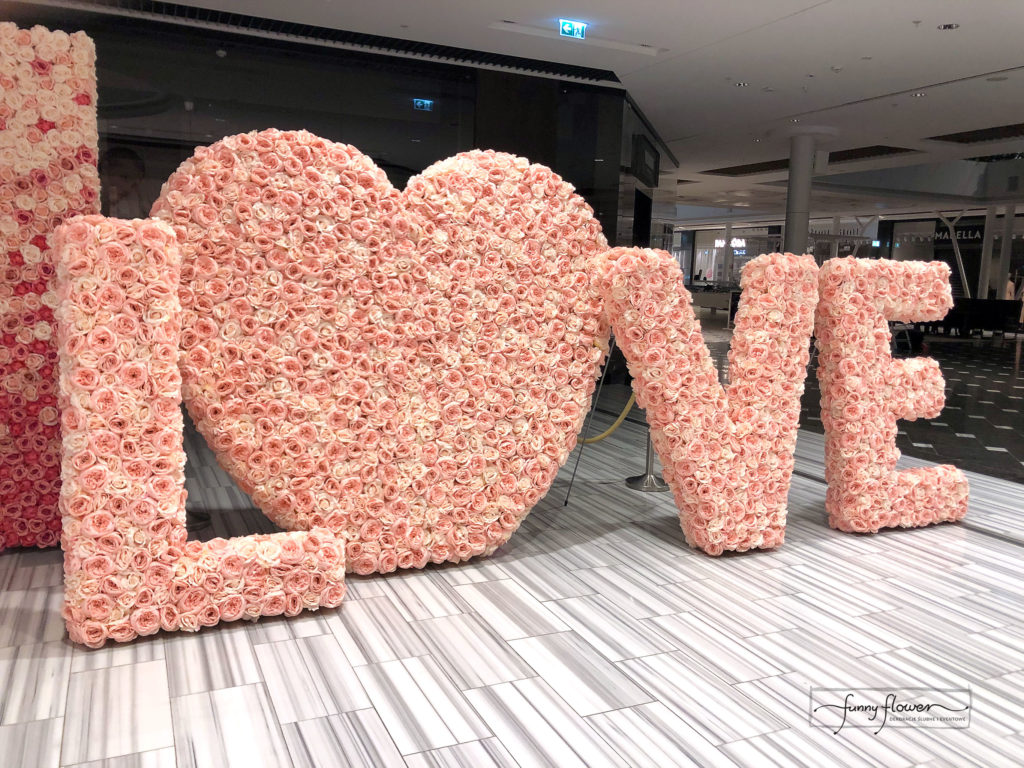 Napis kwiatowy Love Funny Flower